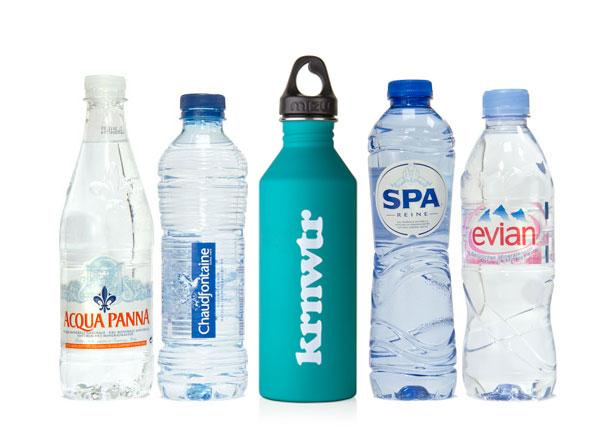 bronwater waterflesjes